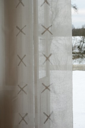 Cross Visibility. Panel length. 100% linen. Handwoven. Design Elisabeth Johansson.